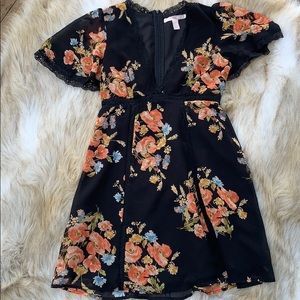 Floral dress with laced details